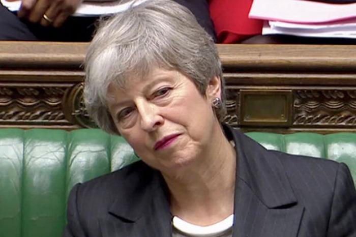 """Theresa May se dit """"déterminée"""" à mener à bien le Brexit"""