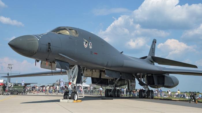 """""""B-1B Lancer"""" bombardmançı təyyarələrin uçuşu dayandırıldı"""