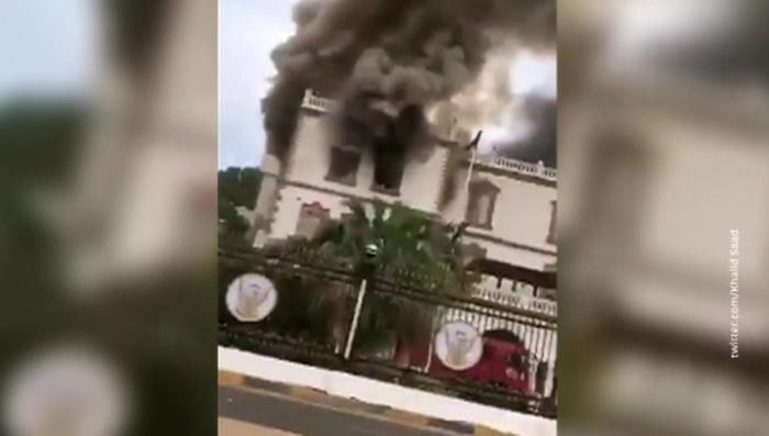 Sudanda prezident sarayı yanıb - VİDEO