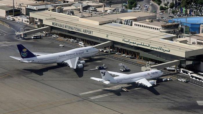 Un avión se incendia en el aeropuerto de Teherán con 50 pasajeros a bordo