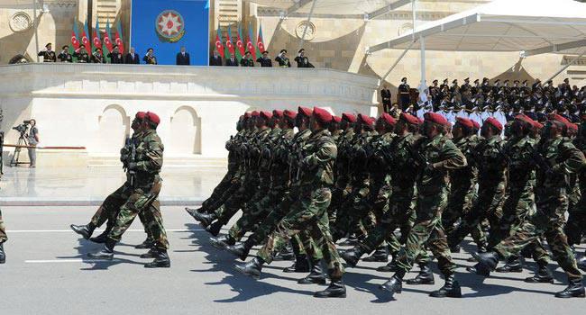 Daxili Qoşunların hərbi qulluqçuları təltif edilib - SİYAHI