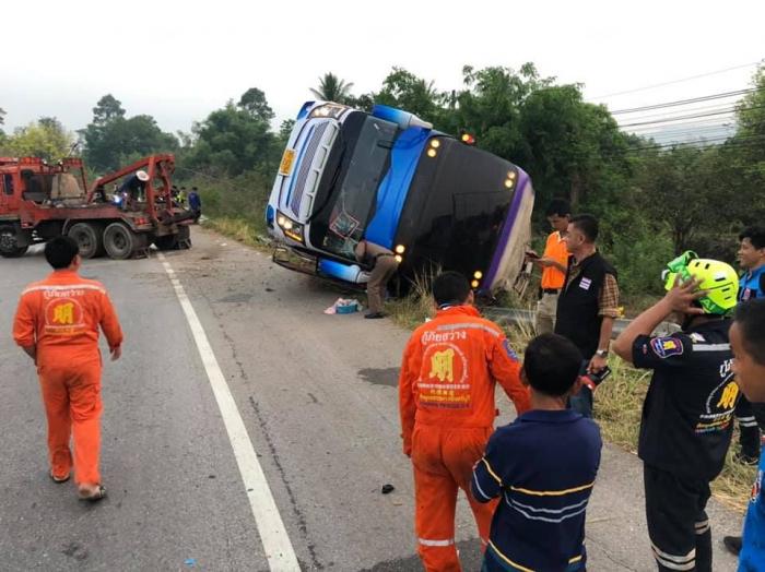 Tailandda məktəbli avtobusu aşıb: Ölən və yaralılar var