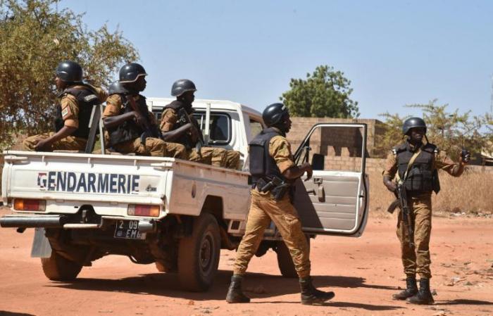 Burkina:   5 militaires tués dans deux explosions d