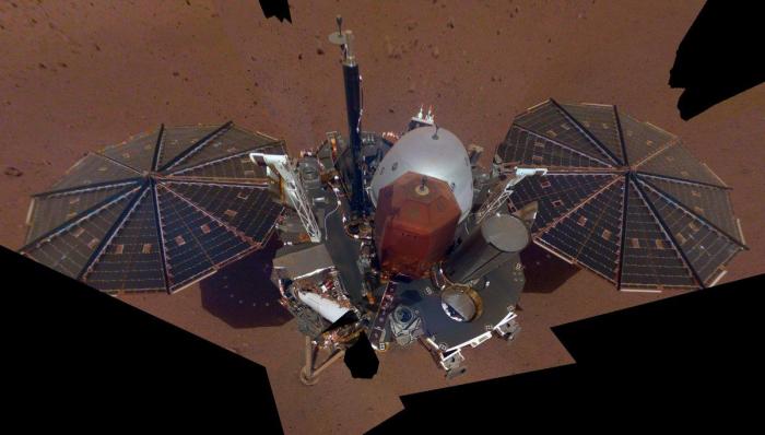 Mars InSight lander starts digging but hits snags