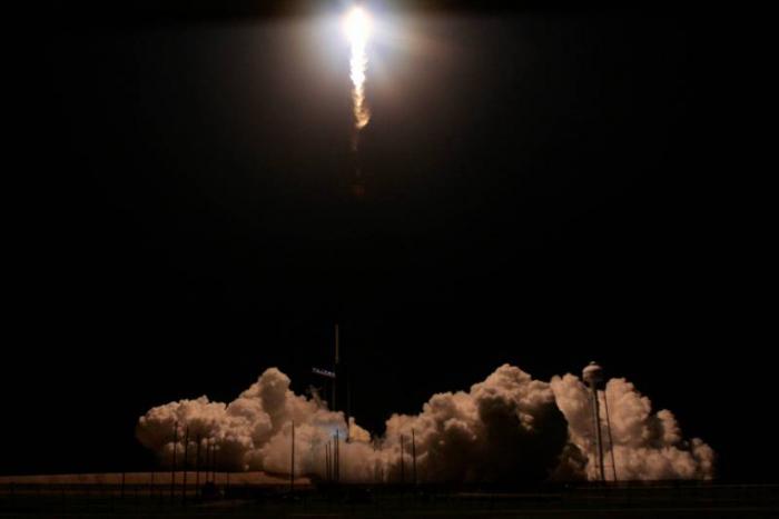 La capsule Dragon de SpaceX réussit son amarrage à l