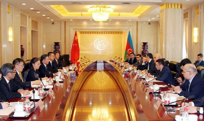Azerbaijani delegation holds discussions in China