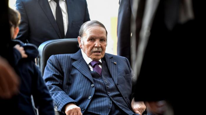 Appel au départ de Bouteflika à la fin de son mandat