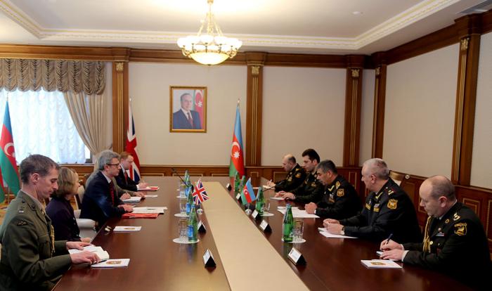 Azərbaycan-Britaniya hərbi əməkdaşlığı müzakirə edildi - FOTO