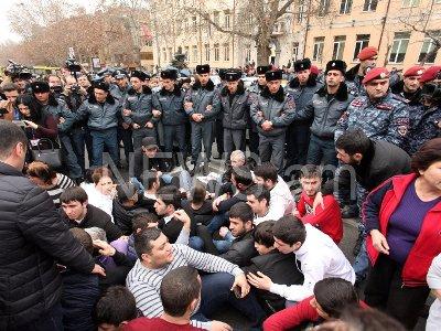Armenian Police detain 16 protesters in Yerevan