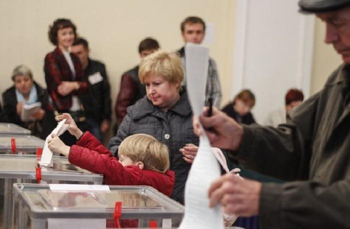 """Ukraynadakı seçkilərdə """"exit-poll""""un ilkin nəticələri"""