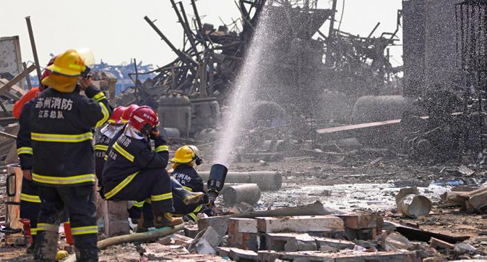 Sube el número de muertos por explosión en una planta química china