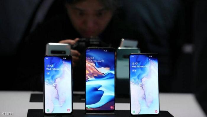 سامسونغ تطور هاتفا بكاميرات خفية