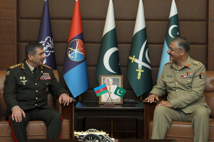 Azerbaijan Defense Minister meets with the commander of the Land Forces of Pakistan