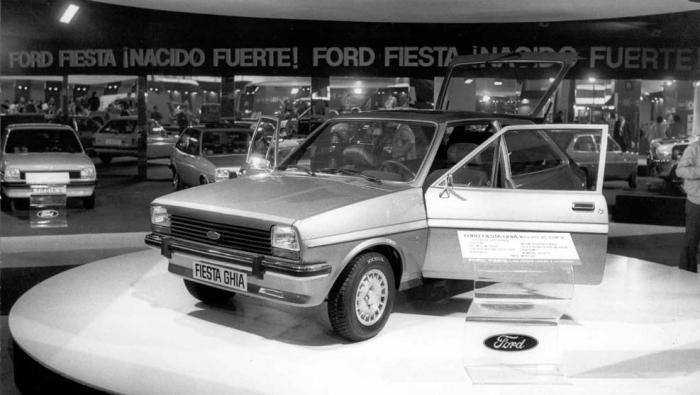 1977:   Un Salón con vehículo lunar y teléfono para el coche
