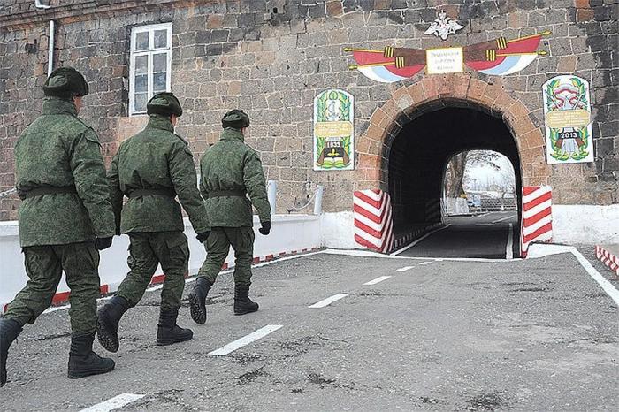 Rusiya hərbçisi Ermənistanda bıçaqlanıb