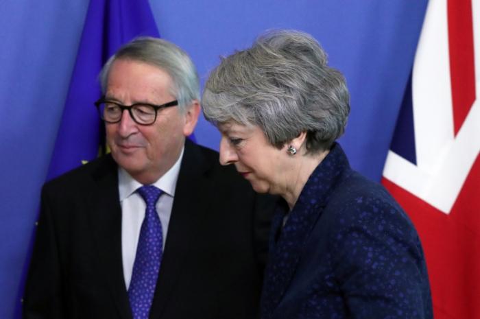 """Tereza Mey Yunkerlə """"Brexit""""i müzakirə edib"""