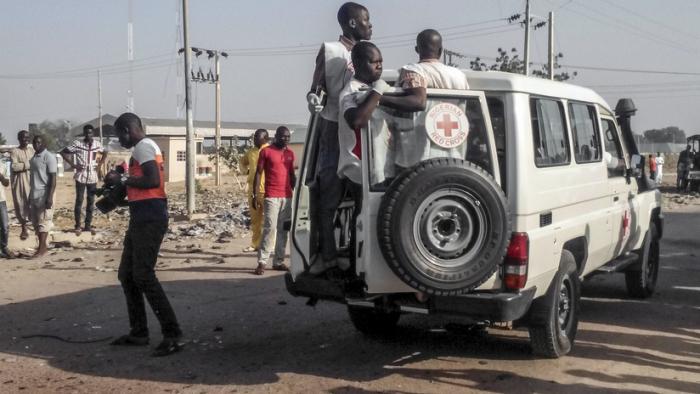 FOTO: Más de 100 niños sepultados por los escombros al colapsar una escuela en Nigeria