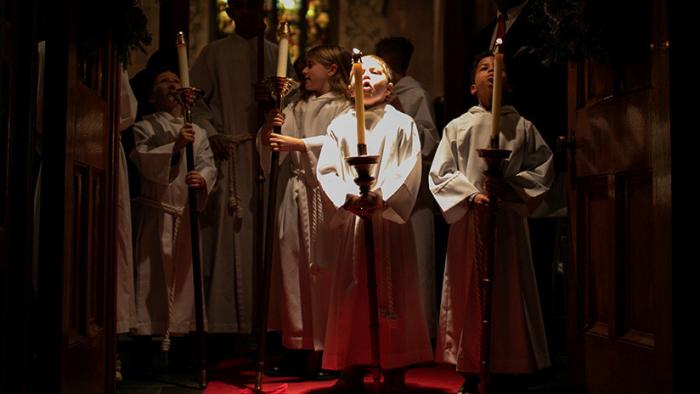 """""""Los niños buscan ternura""""  : Sacerdote francés enciende la Red con comentarios sobre los abusos en la Iglesia"""