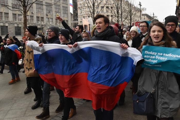 Russie: des milliers de manifestants contre une loi pour «isoler» Internet