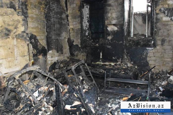 Bakıda yanan evdən 2 nəfərin meyiti tapıldı