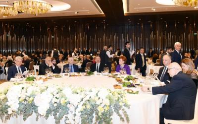 إلهام علييف يلتقي مع المشاركين لمنتدى - صور