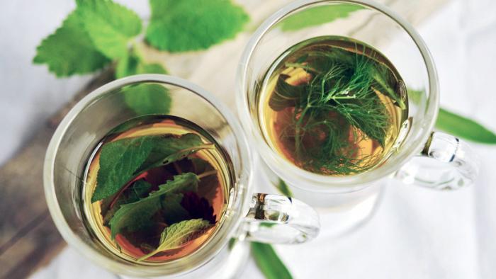 Un nuevo estudio dice que tomar té caliente incrementa el riesgo de cáncer de esófago: ¿Es verdad?