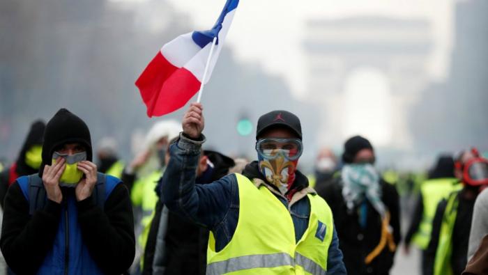 """France:   les """"gilets jaunes"""" à la recherche d"""