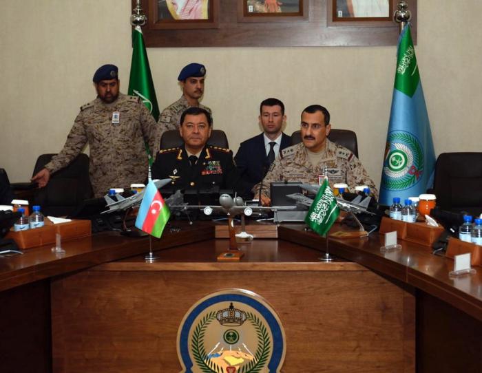 Sadıkov Ərəbistanın HHQ-nın komandanı ilə görüşüb