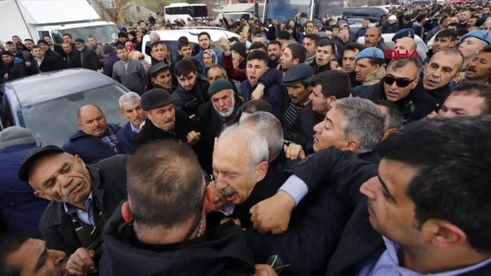 Türkiyədə müxalifət liderinə hücum edilib - VİDEO