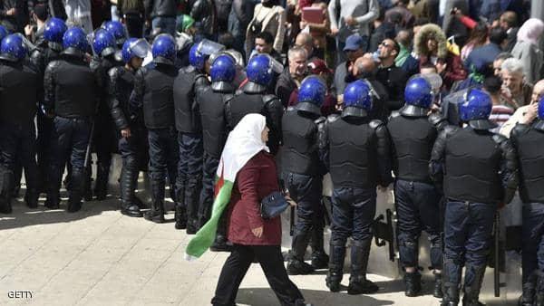 قوات مكافحة الشغب تنسحب من أهم موقع احتجاجي في الجزائر