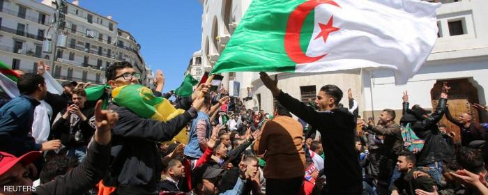 """الجزائريون يرفضون """"الرئيس المؤقت""""-  صور(فيديو)"""