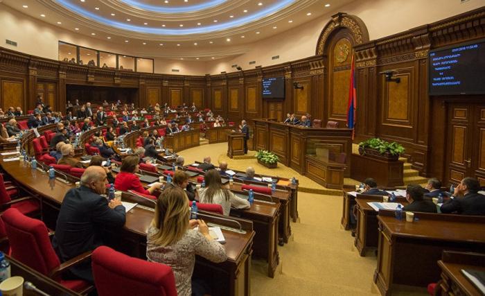 """""""Ordumuzda ölüm göstəriciləri olduqca yüksəkdir"""" - Ermənistan parlamentində etiraf"""