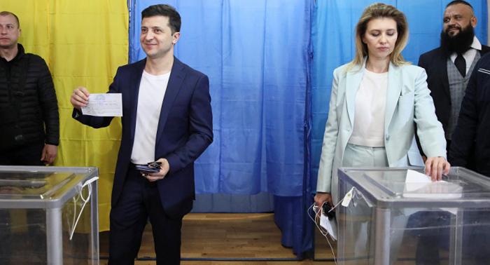 Zelensky reçoit les félicitations de Macron par téléphone