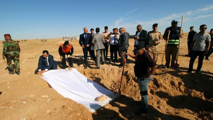 Un charnier kurde découvert près de Samawa, en Irak