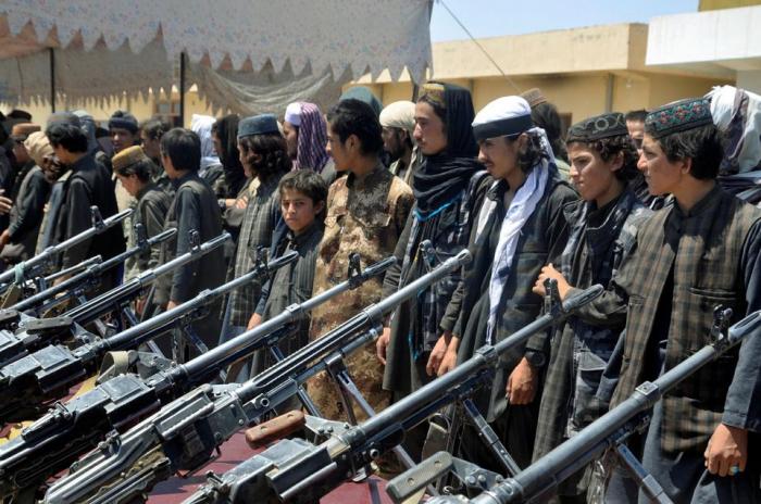 Afghanistan:   les talibans interdisent à l