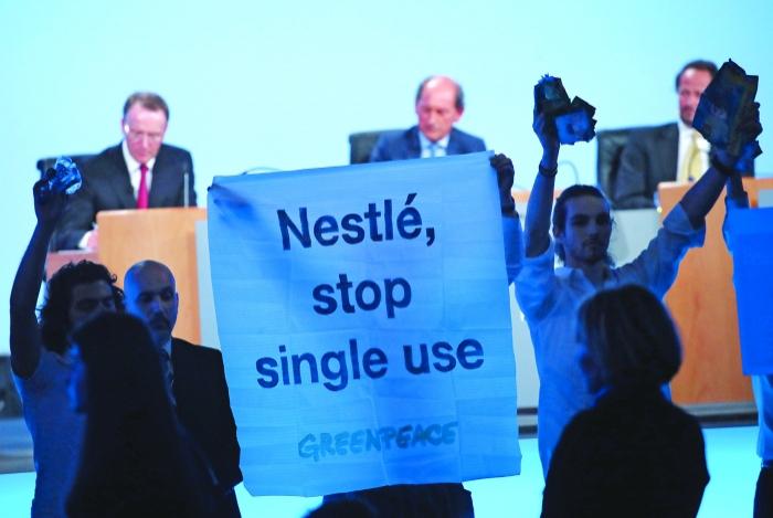 Greenpeace épingle Nestlé sur le plastique en pleine AG