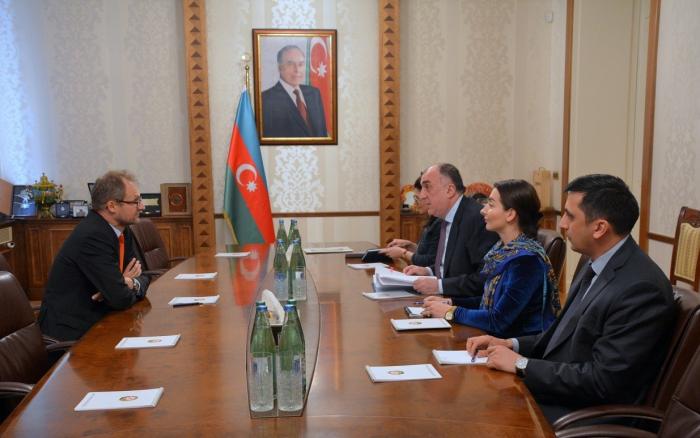 Elmar Mammadyarov recibe al embajador suizo