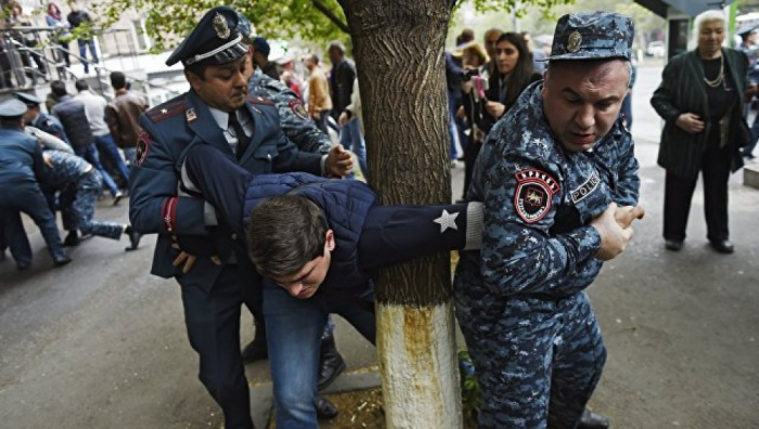 İrəvanda polislə etirazçılar arasında qarşıdurma olub - VİDEO
