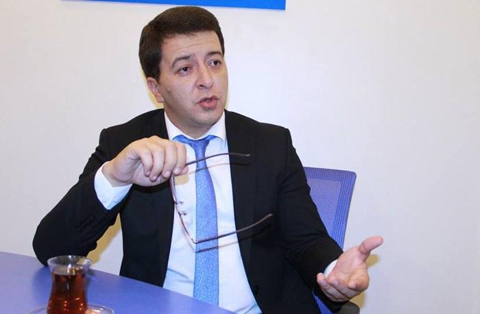 """""""Heç yerdə qadının siqaret çəkməsinə pis baxmırlar"""" - Deputat"""