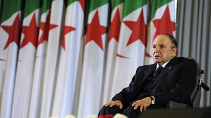 82 yaşlı prezident istefa verdi