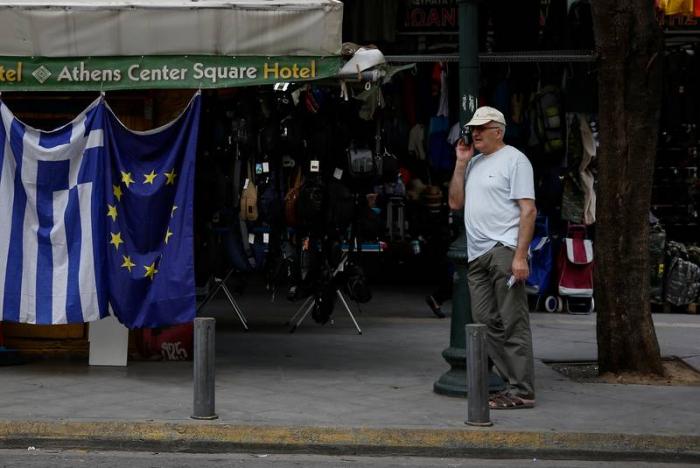 EU Commission backs almost 1 billion euro post-bailout grant to Greece