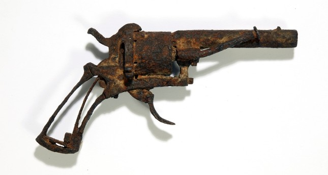 Pistol possibly used by Vincent Van Gogh to kill himself up for auction