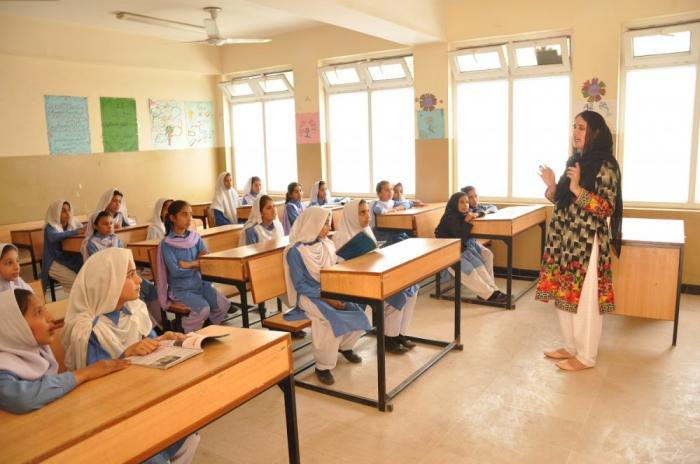 Pakistan: Heydar Aliyev Stiftung schickt Geschenke zur Mädchenschule Rara in Muzaffarabad