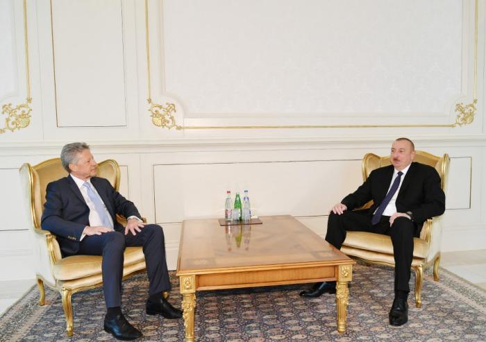 Le président Aliyev reçoit les lettres de créance du nouvel ambassadeur -  PHOTO