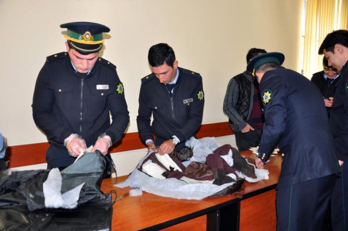 Pakistan vətəndaşları Azərbaycana narkotik keçirmək istədilər