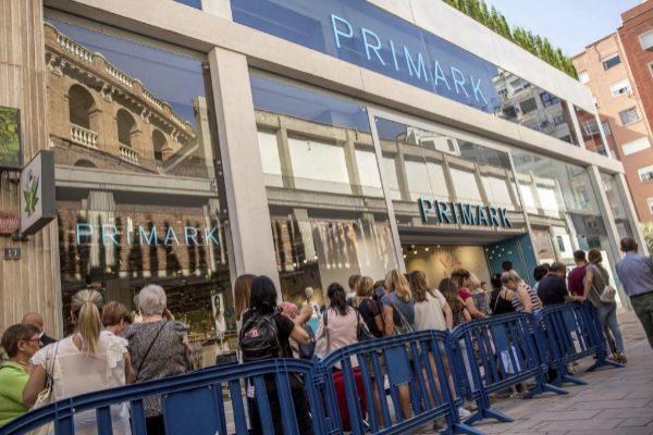 Primark abre su tienda más grande del mundo con cafetería y peluquería
