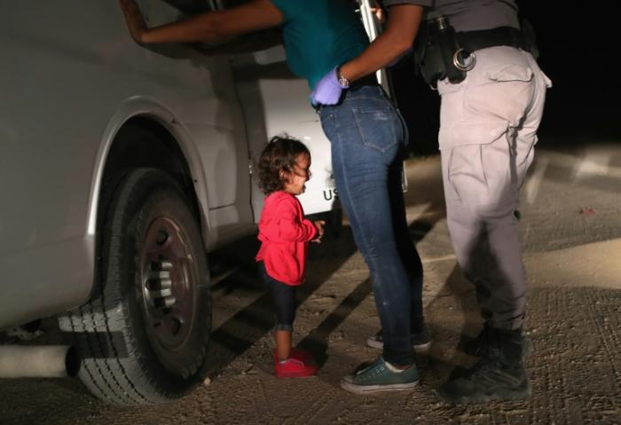 Image of crying toddler on US border wins World Press Photo