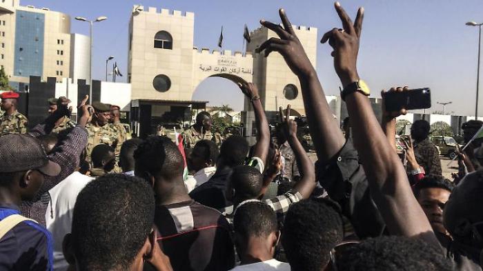 Sudans Militär hebt Ausgangssperre auf