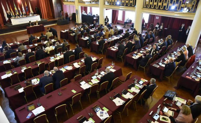 El Mercosur suspende la elección directa de los diputados de su Parlamento