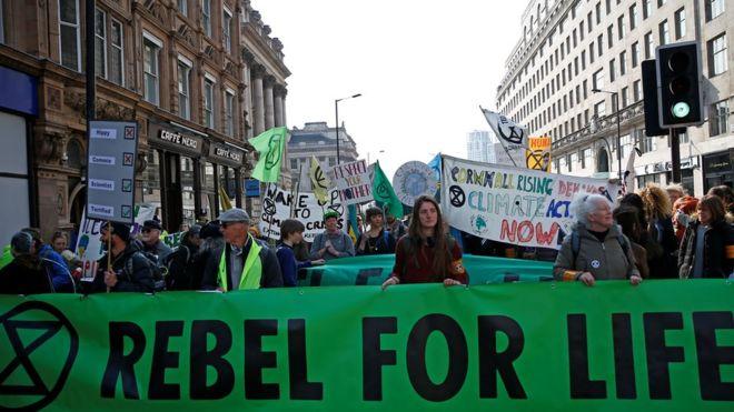 Extinction Rebellion  : Climate change protesters block London roads